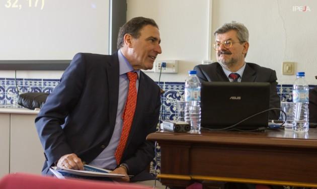 Paulo Moura Ribeiro (STJ) durante apresentação.